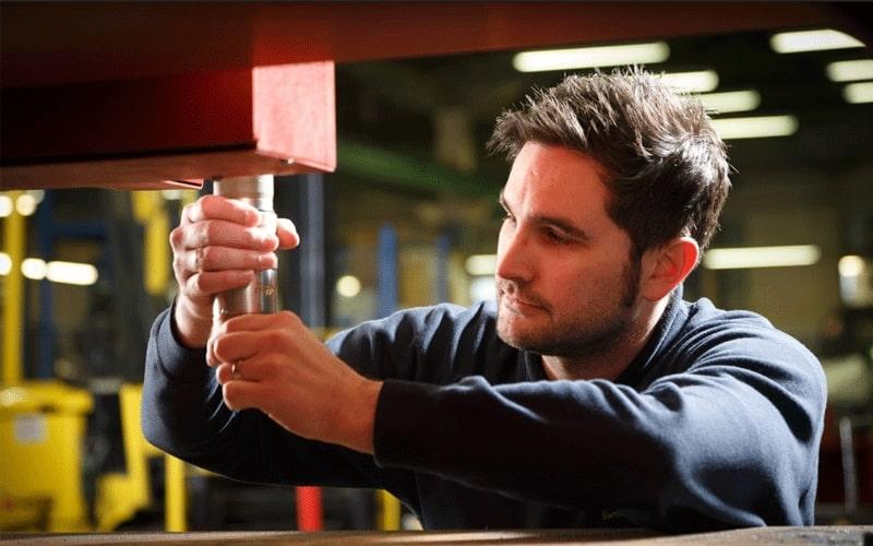 Service de maintenance de découpe de métaux d'Esprit Automation