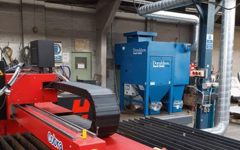 Système de filtration Donaldson installé avec une machine de découpe plasma Cobra CNC d'Esprit Automation