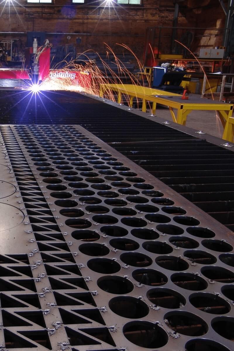 Imbrication logicielle sur une plaque de métal découpée par une table découpe plasma Lightning HD