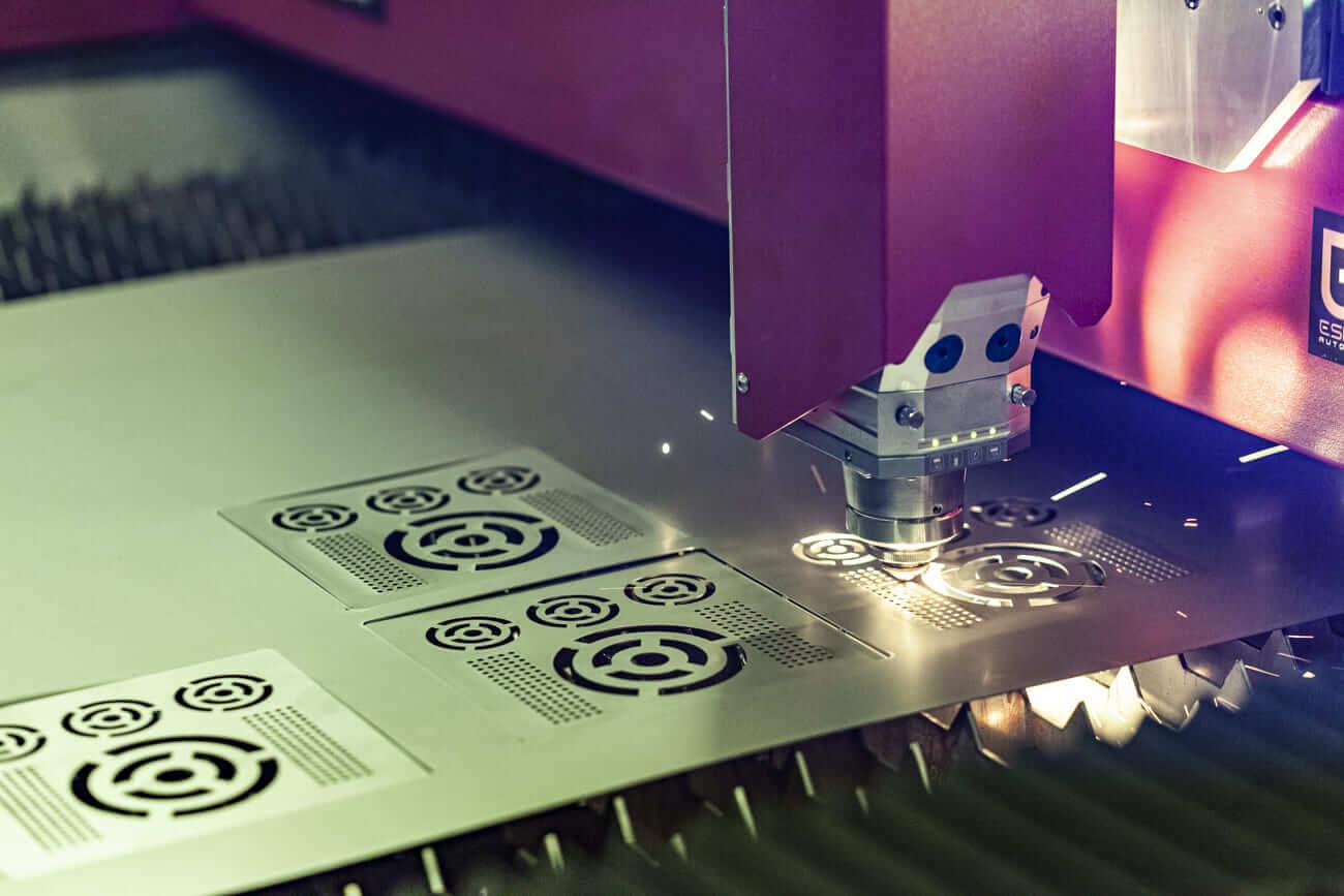 Photon Fiber Laser Cutting Machine Cuts Sheet Metal